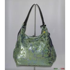 Zöld táska ezüst hengereléssel