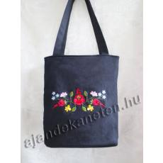 Fekete táska hímzett virág motívummal, 33 cm