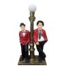 STAN és PAN-álló-110 cm-lámpával/piros kabátos