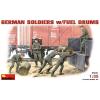 MiniArt GERMAN SOLDIERS w/FUEL DRUMS figura makett Miniart 35041