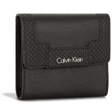 Calvin Klein Black Label Kis női pénztárca CALVIN KLEIN BLACK LABEL - Nin4 Medium Trifold K60K602353 Black 001