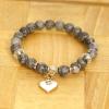 Love Eternal Jewelry Co.,LTD Szürke ásvány karkötő fehér szív medállal