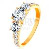 585 arany gyűrű - három kiemelkedő cirkónia, szárak cirkóniákkal díszítve