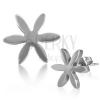 Fülbevaló 316L acélból, ezüst árnyalat, virág hosszúkás szirmokkal