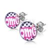 Beszúrós fülbevaló sebészeti acélból, fehér OMG felirat rózsaszín alapon