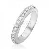 Ezüst gyűrű beültetett átlátszó kövekkel