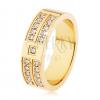 Acél gyűrű arany színben, négyzetes átlátszó cirkóniás díszített vonal