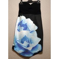 Fekete pánt nélküli kék virágos ruha- Egy méret