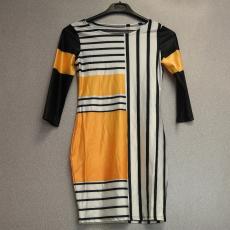 Csíkos hosszú ujjú elegáns ruha - Egy méret