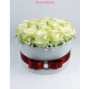 Fehér közepes henger rózsa box fehér rózsákkal
