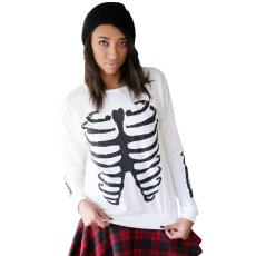 Csakcsajok Fehér női pulóver fekete csont mintával