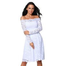 Fehér vállnélküli csipkés ruha