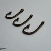 Antik bronz horog medál 38x18x2mm 1db - ABHM