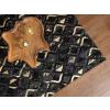 Beliani Elegáns fekete és arany színű bőrszőnyeg 140 x 200 cm DEVELI