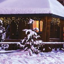 Dekortrend Jégszikrázó jégcsapfüzér, meleg és hideg fehér színben karácsonyi dekoráció