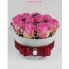Fehér kicsi henger rózsa box rózsaszín rózsákkal