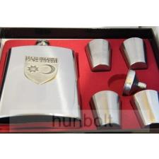Fém flaska + 4 kupica+tölcsér díszdobozban- ón pajzs székely matricával matrica