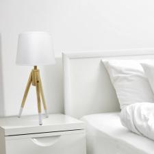 Háromlábú asztali lámpa világítás