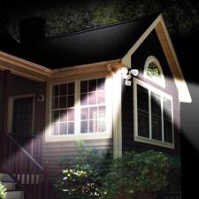 Kültéri napelemes LED saroklámpa 1200 mAh akkumulátorral kültéri világítás