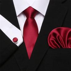 Pirosas bordó selyem nyakkendő mandzsettagombbal és díszzsebkendővel