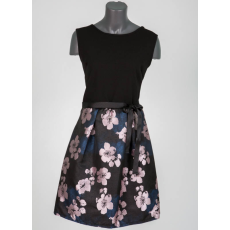 Ujjatlan virágos szoknyás ruha, övvel